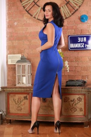 Malvina escort girl