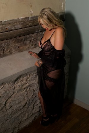 Haciba escort girl in Roseville